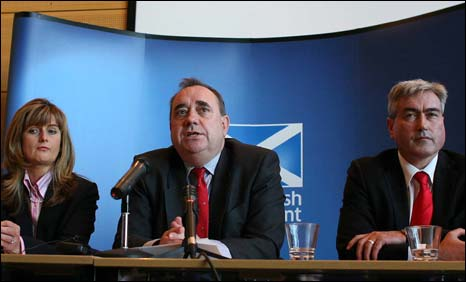Lesley Sawyers, Alex Salmond and Iain Gray at the summit