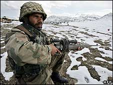 Pakistani army soldiers takes position in North Waziristan, Pakistan (file photo)