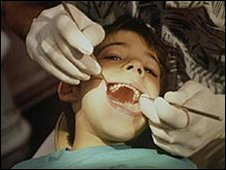 Child at the dentist (generic)