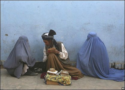 Fortune teller with female clients in Kabul, Afghanistan, 23 September 2008
