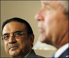 President Bush (right) with President Asif Ali Zardari