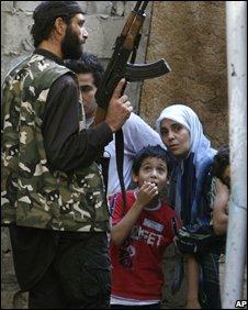 Gunman in Ein al-Hilweh