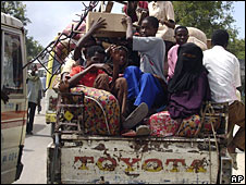 People fleeing Mogadishu on Tuesday 23 September, 2008