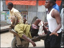 Somalis take an injured man to hospital in Mogadishu, 22 September 2008