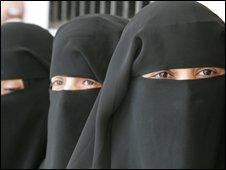 Yemeni women wearing Islamic headscarves