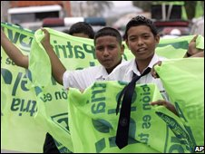 Student supporters of the proposed new constitution in Guayaquil, Ecuador, on 25/09/08
