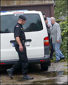 Josef Fritzl is led back to his house under heavy security (25 September 2008)