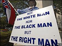 Pancarta frente a la Universidad de Mississippi