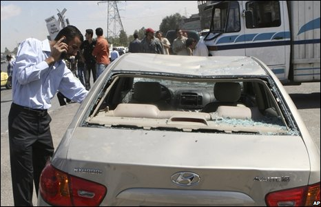 A man checks bomb damage to his car in Damascus, Syria (29/09/2008)