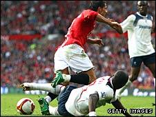 Jlloud Samuel tackles Ronaldo