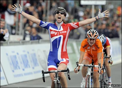 Nicole Cooke beats the Netherlands' Marianne Vos to win the women's road race