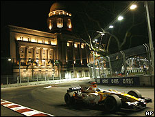 Fernando Alonso on his way to winning the Singapore Grand Prix
