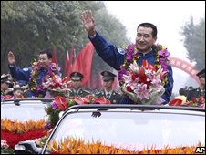 Chinese astronauts wave during the welcome-back ceremony