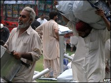 Pakistani refugees from Bajaur in Peshawar camp