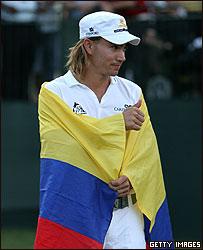 Villegas se arropa con la bandera colombiana