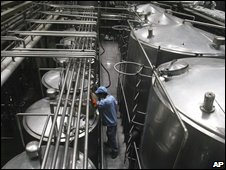 A milk processing plant in Chengdu, 29/09