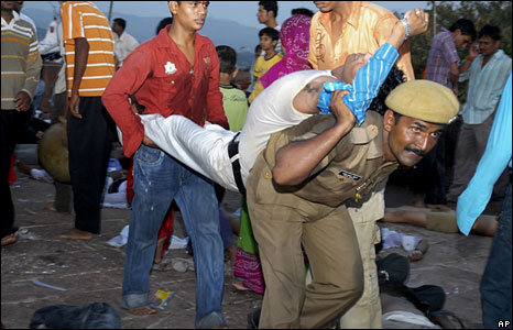 Police bringing out the victims of the stampede at a temple in Jodhpur