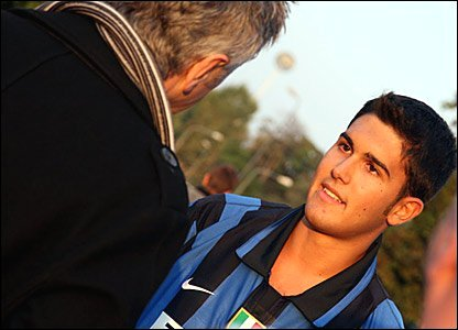 Des Kelly interviewing an Inter Milan fan