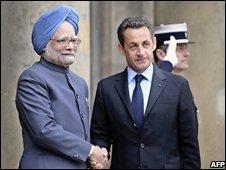 Nicolas Sarkozy (r) with Manmohan Singh