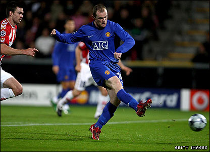 Wayne Rooney scores for Manchester United