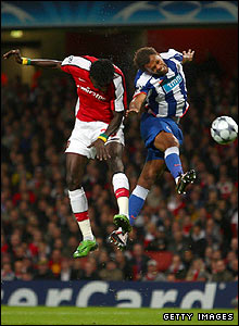 Adebayor's downward header gives Arsenal a 2-0 lead