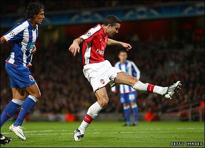 Van Persie scores his second for Arsenal