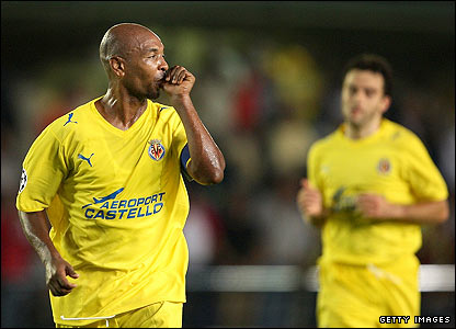 Villarreal skipper Marcos Senna celebrates after giving his side the lead