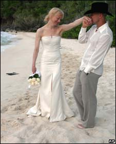 The beach wedding of Renee Zellweger and Kenny Chesney