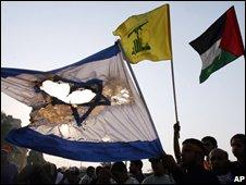 Bahrainis burn Israeli flag during Jerusalem Day protest, Sept 2008
