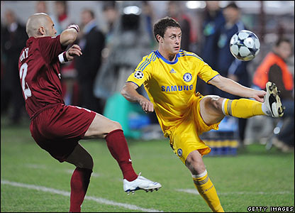 Wayne Bridge looks to unlock the Cluj defence
