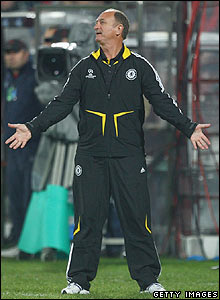 Scolari shows his frustration as Chelsea are unable to break the deadlock