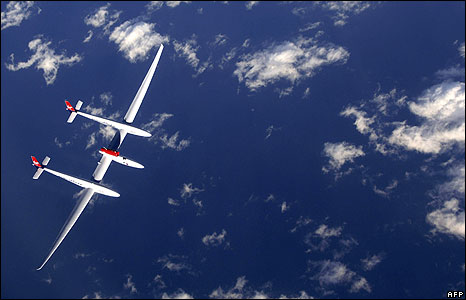 Steve Fossett flies the GlobalFlyer over the Atlantic Ocean in February 2006