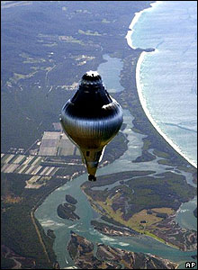 Steve Fossett flying his balloon Solo Spirit over Australia in 2001