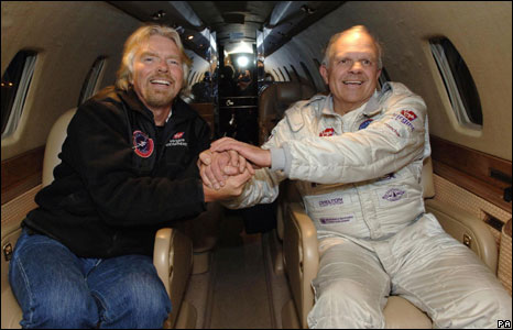 Steve Fossett with Sir Richard Branson (left) in November 2006