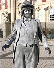 Nessa as a statue