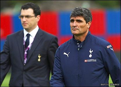Tottenham's sporting director Damien Comolli and manager Juande Ramos