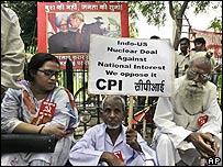 Protestas en India contra el acuerdo nuclear con Estados Unidos