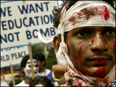 An anti-bomb demonstration in India
