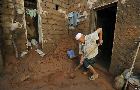 Clean up after floods in Algeria