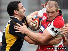 Gloucester captain Mike Tindall tries to power past Wasps fly-half Jeremy Staunton