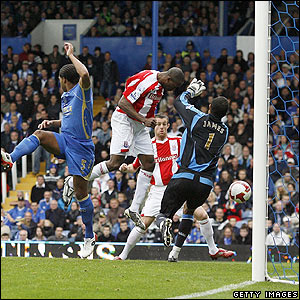 Stoke's Ricardo Fuller nods in the equaliser at the back post