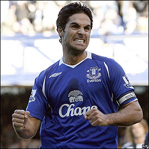Mikel Arteta gives Everton the lead from the penalty spot