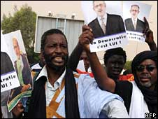 Protesters in Nouakchott demanding the ousted president's release on Sunday 5 October 2008