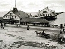 Herne Bay Pier in the early 1900s (from hernebaypier.freeserve.co.uk)