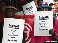 Protesta en contra del plan de rescate frente a la Reserva Federal