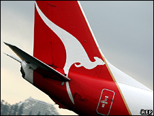 Tail of Qantas Boeing 737 passenger plane (archive)
