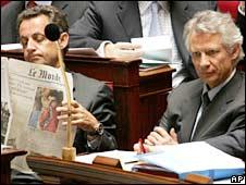 Nicolas Sarkozy (left) and Dominique de Villepin (right)