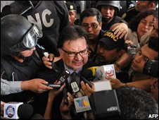 Alfonso Portillo arrives at court