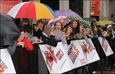 Fans at High School Musical 3 premiere