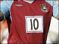 La camiseta sin patrocinador del West Ham